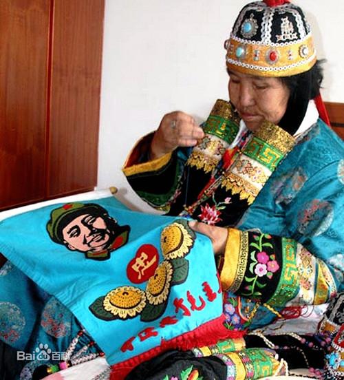 蒙古族服饰刺绣艺术