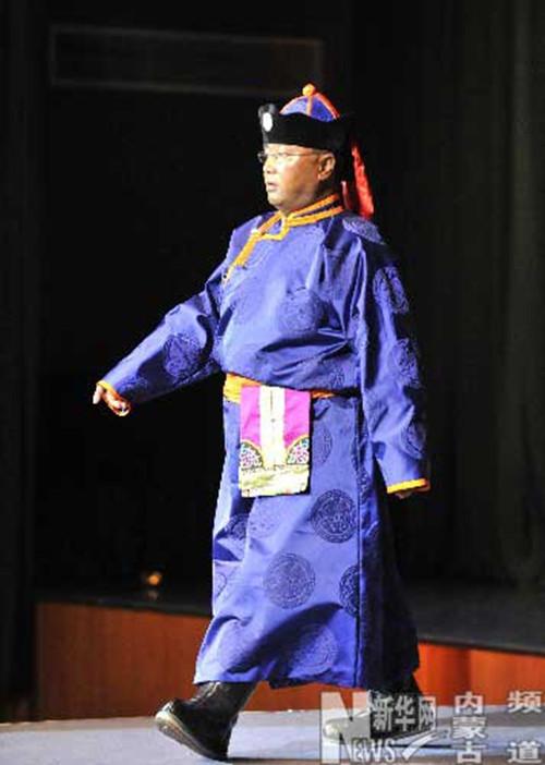 蒙古族服饰的男女配饰图片